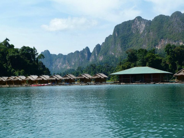 floating lakes at lake racha praba in khao sok in Thailand