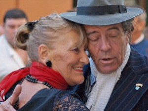couple dancing tango in argentina