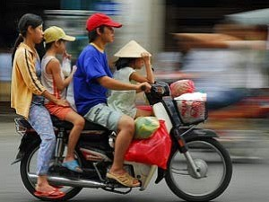 family on a bike in vietnam