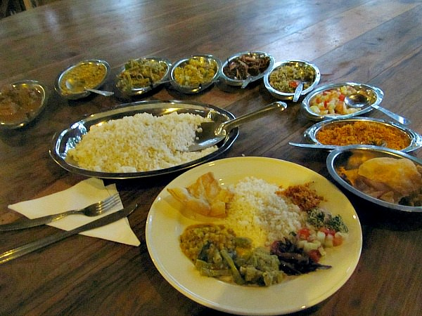 plates of food in Sri lanka