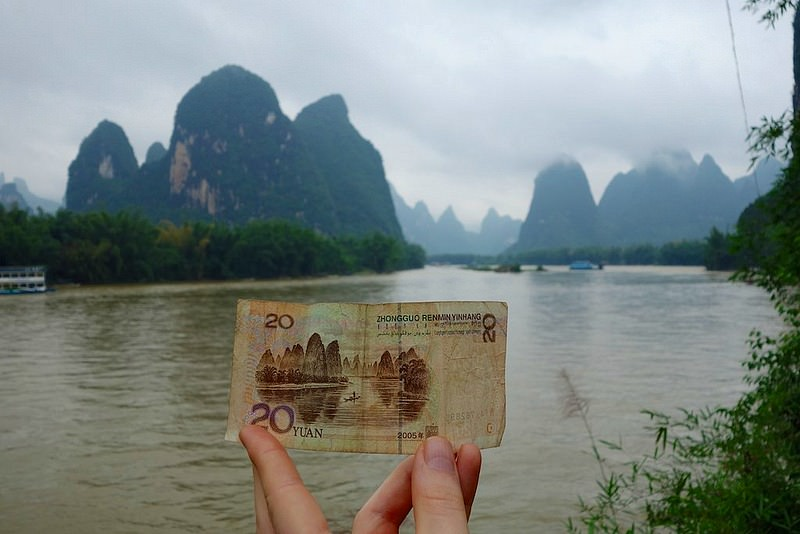 holding money on boat in china