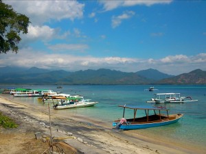 Indonesia-Gili-Air-rickshaw-customers-frank-beach-with boats-by-frank