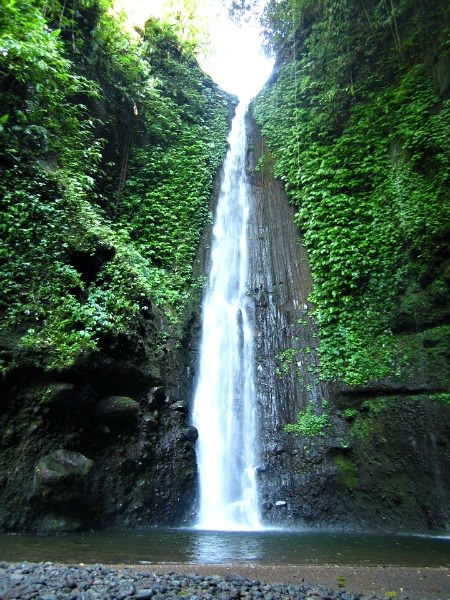 indonesia-tetebatu-waterfall-by-ester