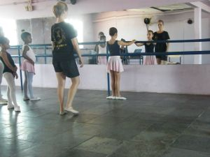 Girls doing ballet in Rio