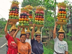 Local women with fruits
