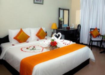 Nice decorated room with a double bed