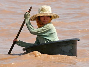 Child in a bowl paddling through the water of the Me