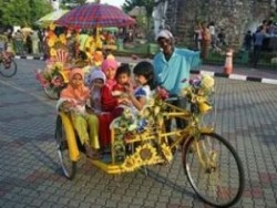 Malacca: Warm Welcome on Wheels