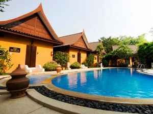Ayutthaya hotel bungalows with outdoor pool