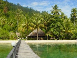 Indonesia-Sumatra-Cubadak-Island-Beach-Bungalow-Walkway