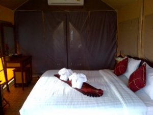 Khao Sok hotel room bed