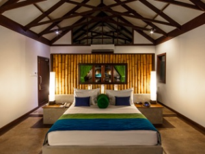 Trincomalee hotel room with wooden beams over bed