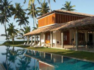 Unawatuna hotel with outdoor pool and palm trees