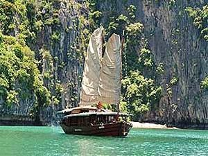 vietnam halong bay boat with sails