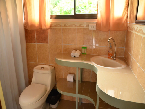 Pale yellow bathroom at Corcovado Rancho accommodation