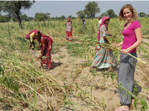 India women working in field