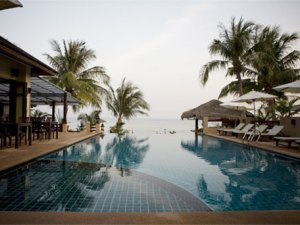 ko samui hotel outdoor pool with palm trees