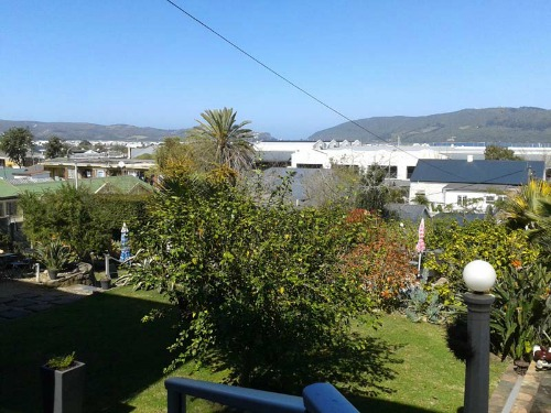 The garden of our standard accommodation in Knysna in South Africa