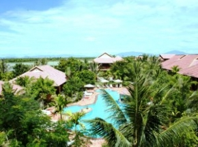 Hoi An Hotel bungalows with outdoor pool and palm trees