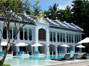 Exterior and pool of the In Style accommodation
