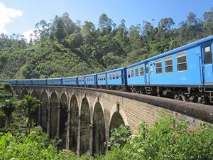 sri-lanka-ella-transport-train-rural-view