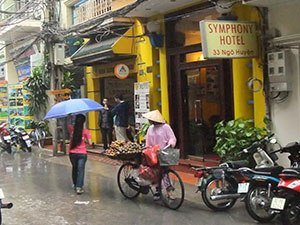 hanoi streets in the rain