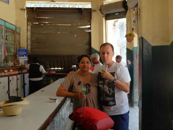 couple drinking mojitos in Cuba