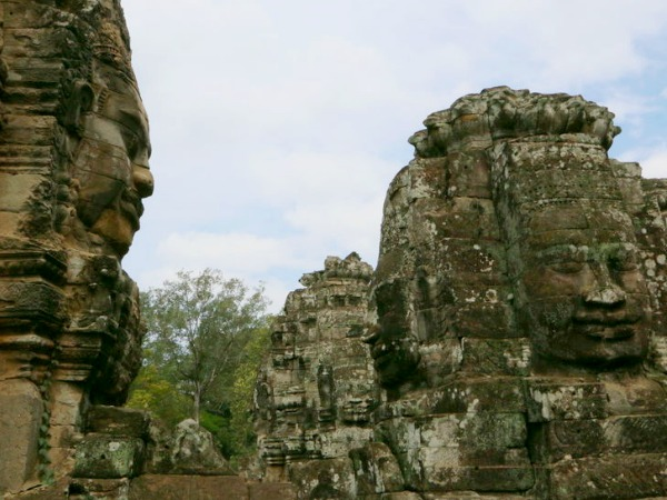 stone face at angkor thom