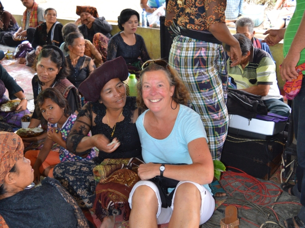 indonesia-sumatra-petra-shepherd-meeting-locals
