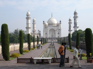 Arrival in Aurangabad & City Tour