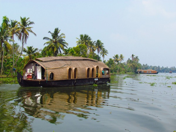 India-kerala-backwaters-houseboat