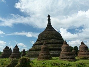 Guided tour of Mrauk U by car