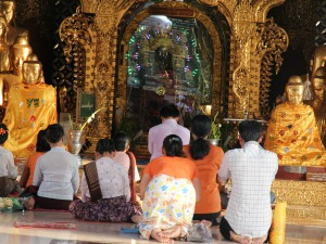 Shwedagon Pagoda - Half day tour with guide