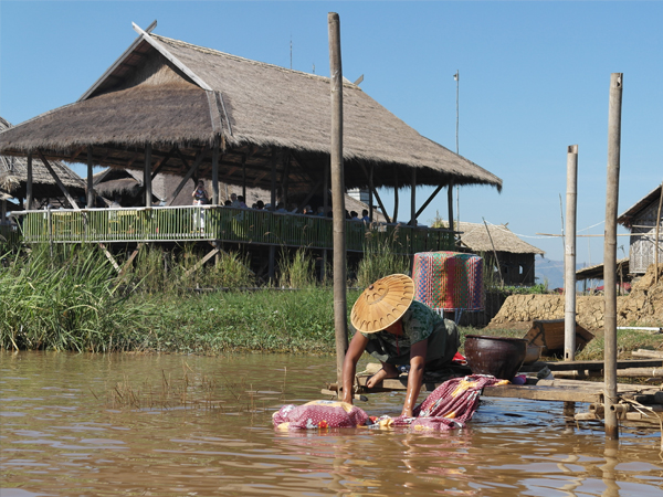 Myanmar-inle-lake-locals