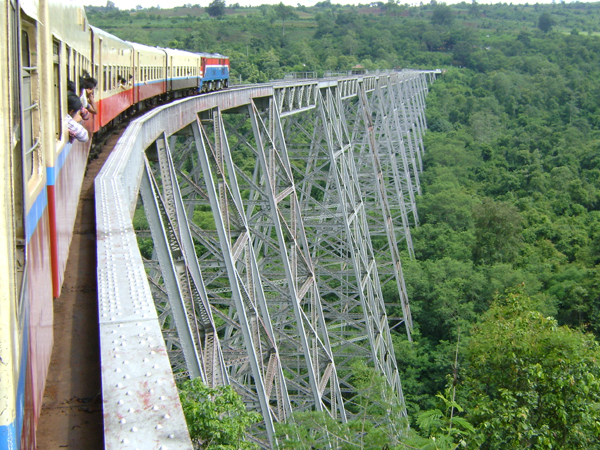 Myanmar-train-over-goteik-viaduct-by-khiri