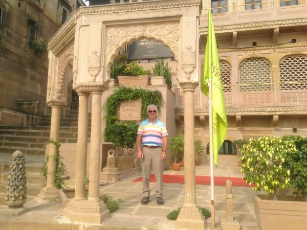 india-customer-john-vicky-stepdad-palace-building