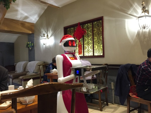china-datong-restaurant-robot-waitress