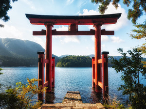 A red Tori overshadowing Lake Ashi in Hakone