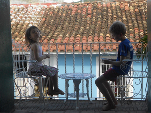 Children sitting at a balcony in Cuba