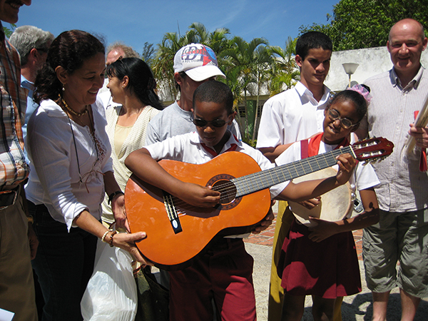 Cuban people playing guitar
