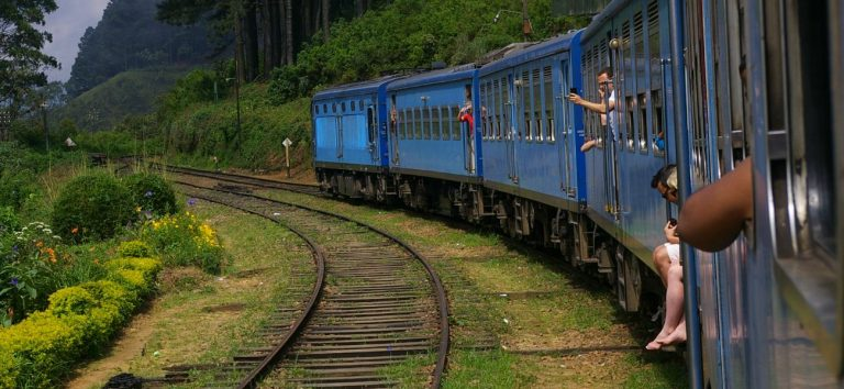 Sri-Lanka-Transport-Local-Train