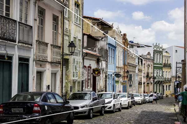 Photography Tips - Leading lines on a street in Salvador Brazil