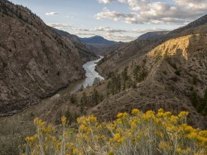 The mountain range of the Cariboo featuring Frasar River