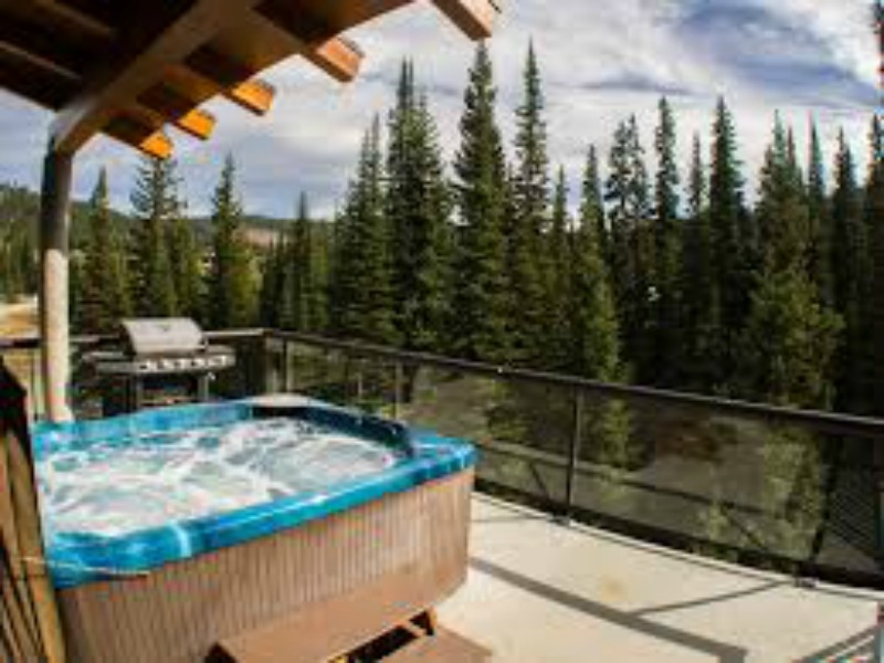 Hot tub at in style hotel in Sun Peaks