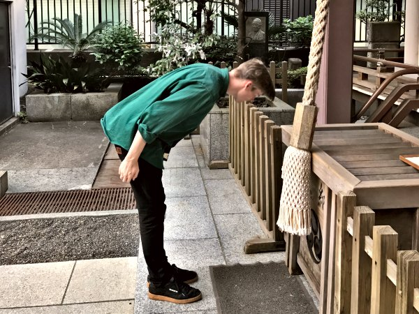 Man bowing infront of shrine