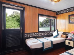 twin beds on a Chinese junk boat cruise