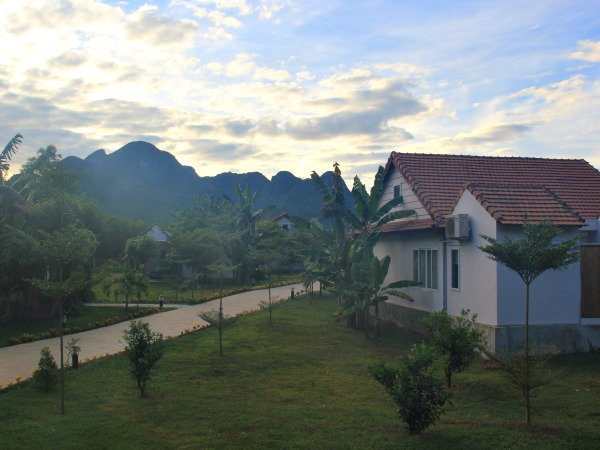 Building and landscape at Chay Lap Farmstay