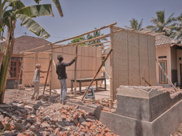 Volunteers helping build a house for Indonesia