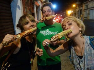 people eatinhg mexican streetfood