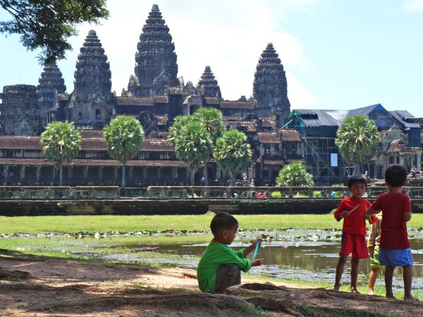Local kids outside angkor watt